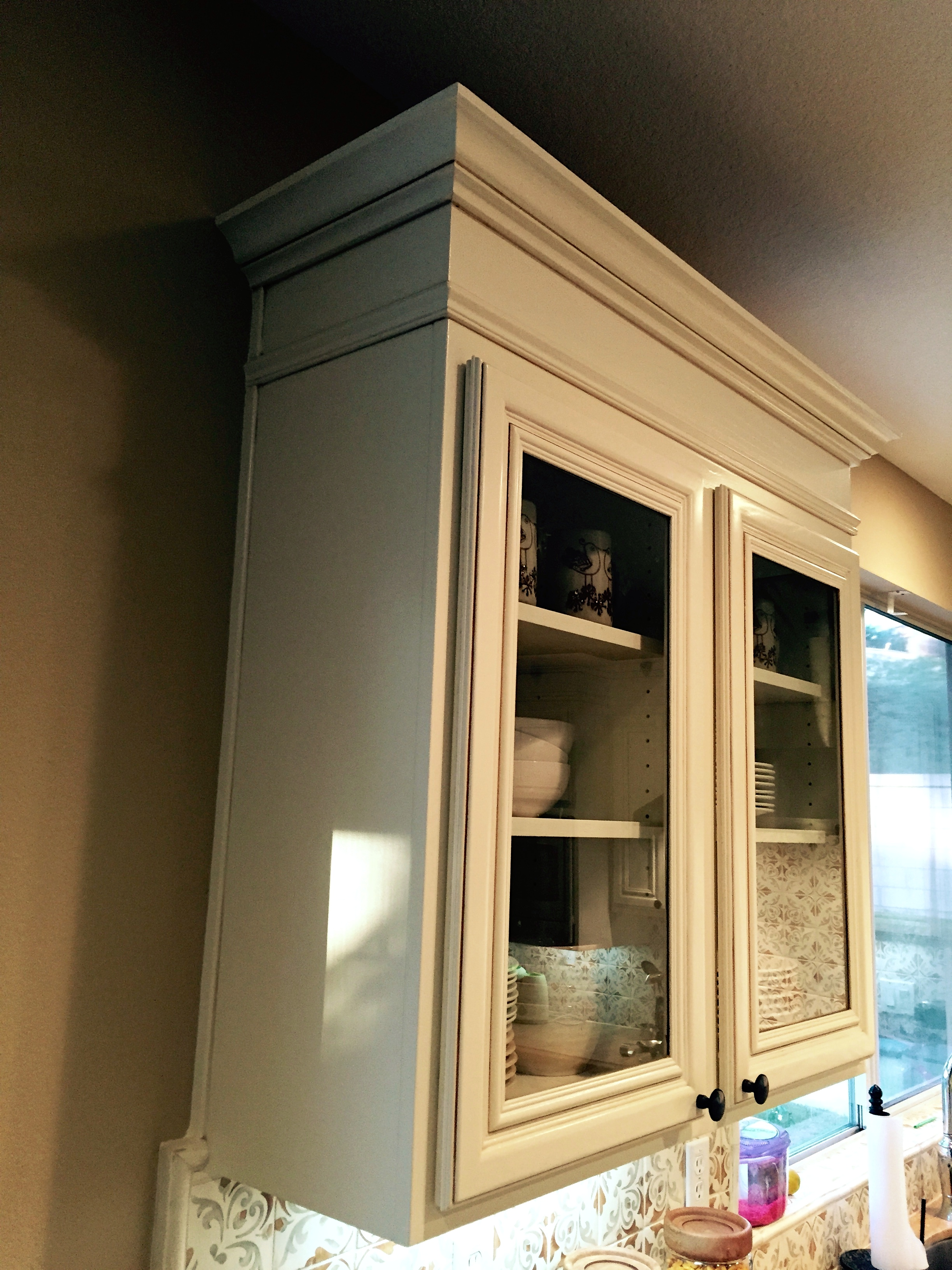 a kitchen cabinet contractor dishes on picking kitchen cabinets