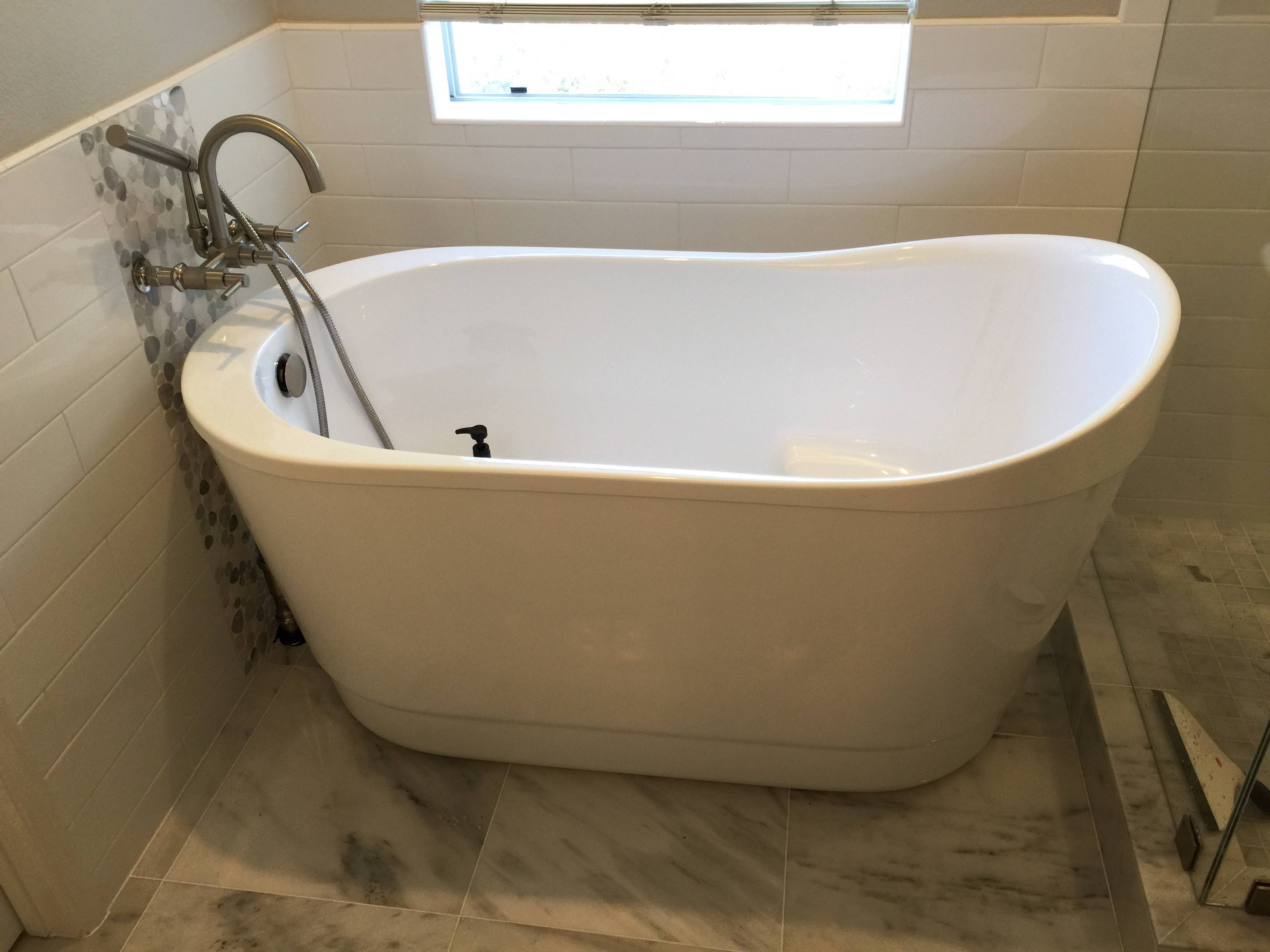 Tips for picking the right bathtub from expert bathroom for Tub styles