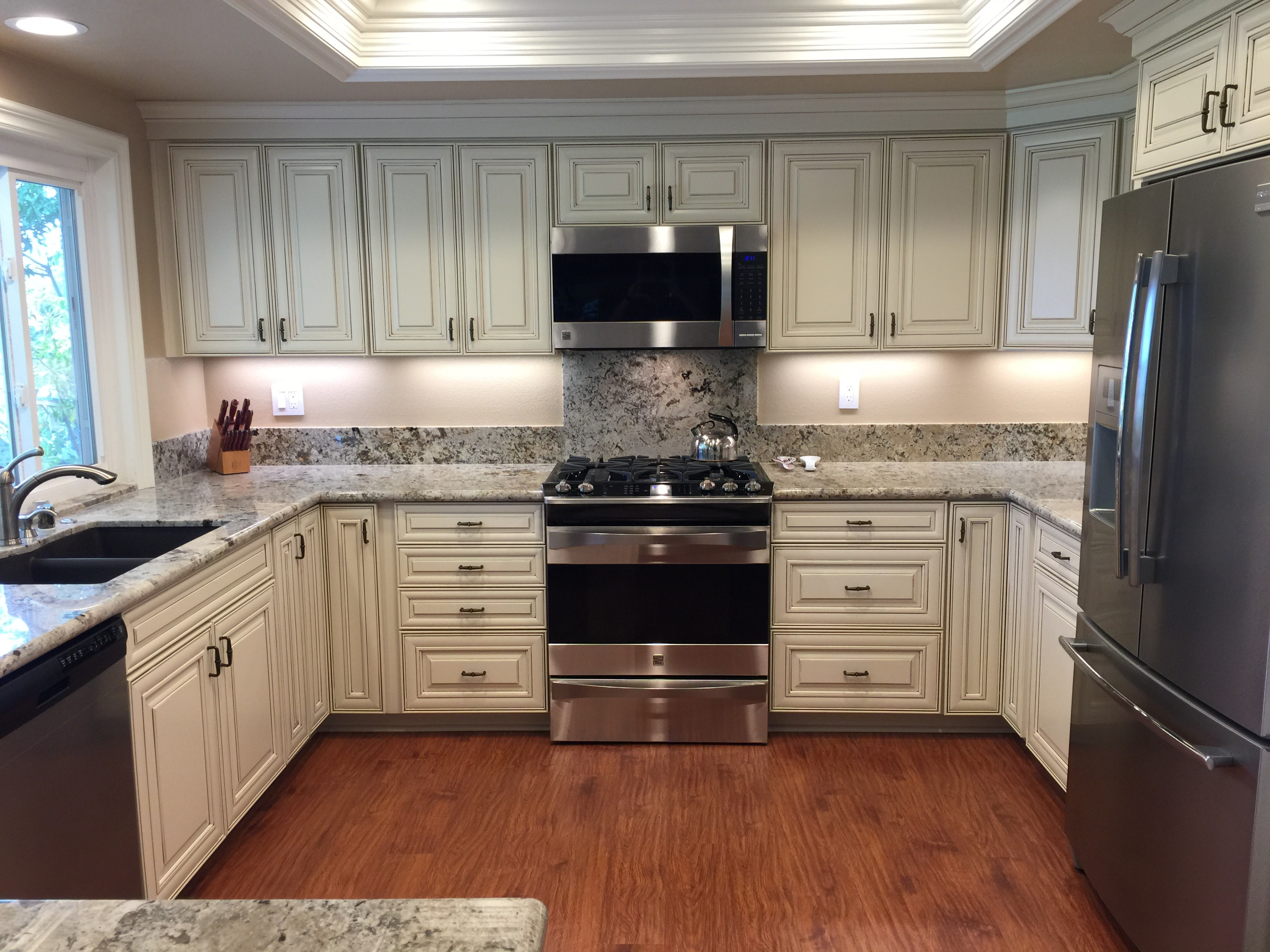 Take A Peek Inside Cabinets With An Orange County Kitchen Cabinet Contractor